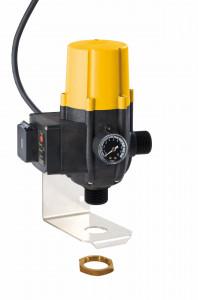 Energieeffizienter Schaltautomat Zeta 02 mit Wandhalterung